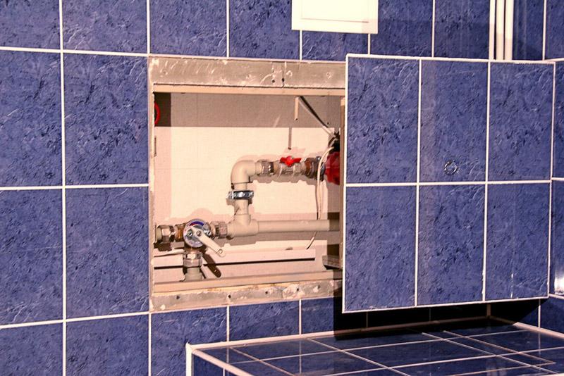 Делаем скрытые трубы в ванной – способы и рекомендации