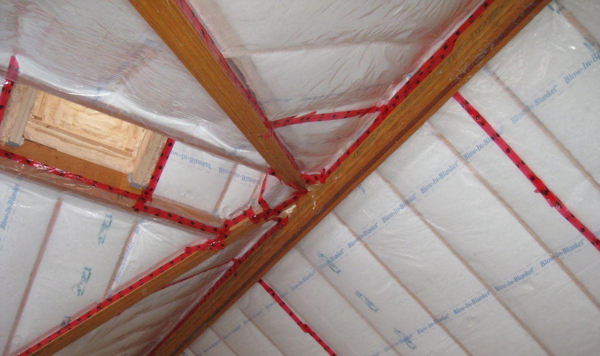 Использование пароизоляции в процессе внутреннего утепления дома